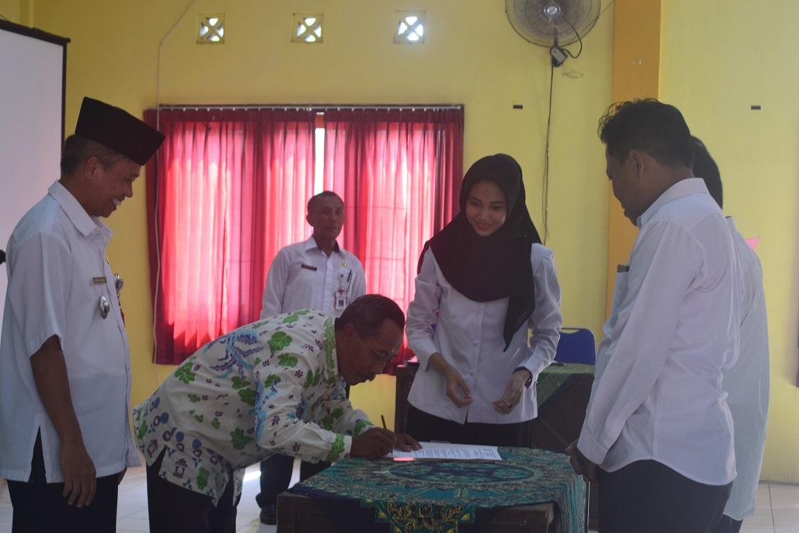 Camat Lumajang Abdul Basar SH membuka dan memimpin Serah Terima Jabatan Kepala Desa se Kecamatan Rabu Pagi 15/01/2020